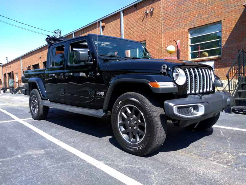 2020 Jeep Gladiator front view 3/4