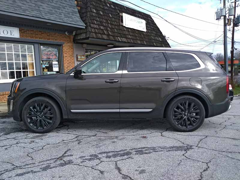 Kia Telluride side view