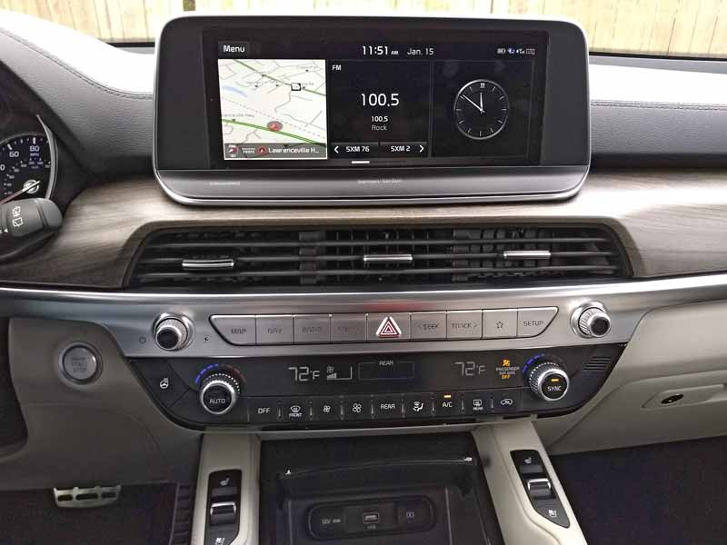 Kia Telluride center dash buttons and touch screen