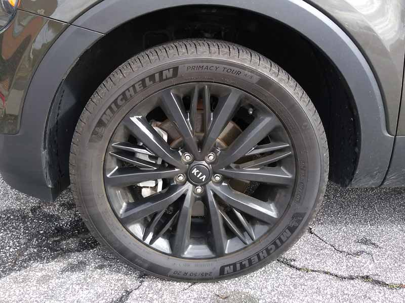 Kia Telluride front wheel and tire