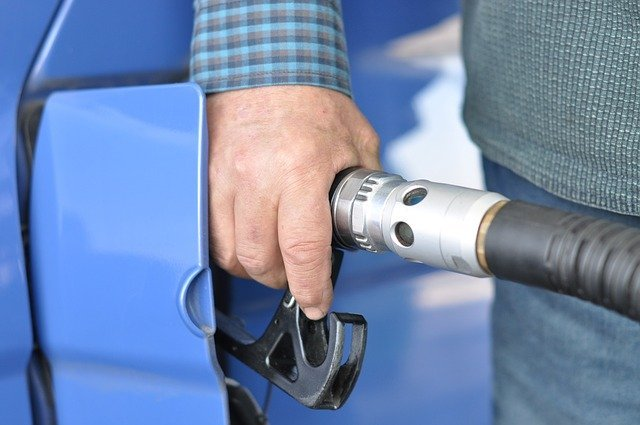 https://pixabay.com/photos/gas-station-fuel-refueling-oil-727162/