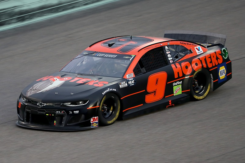 HOMESTEAD, FLORIDA - JUNE 14: Chase Elliott, driver of the #9 Hooters Chevrolet, races during the NASCAR Cup Series Dixie Vodka 400 at Homestead-Miami Speedway on June 14, 2020 in Homestead, Florida. (Photo by Chris Graythen/Getty Images)