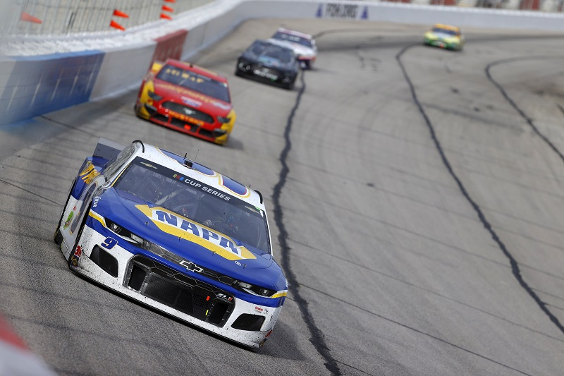HAMPTON, GEORGIA - JUNE 07: Chase Elliott, driver of the #9 NAPA Auto Parts Chevrolet, leads a pack of cars during the NASCAR Cup Series Folds of Honor QuikTrip 500 at Atlanta Motor Speedway on June 07, 2020 in Hampton, Georgia. (Photo by Kevin C. Cox/Getty Images)