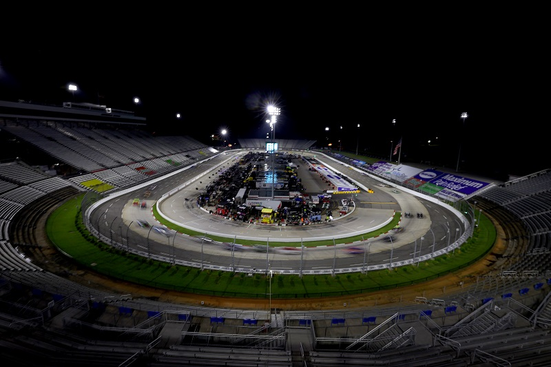 MARTINSVILLE, VIRGINIA - JUNE 10: Cars race during the NASCAR Cup Series Blue-Emu Maximum Pain Relief 500 at Martinsville Speedway on June 10, 2020 in Martinsville, Virginia. (Photo by Rob Carr/Getty Images)