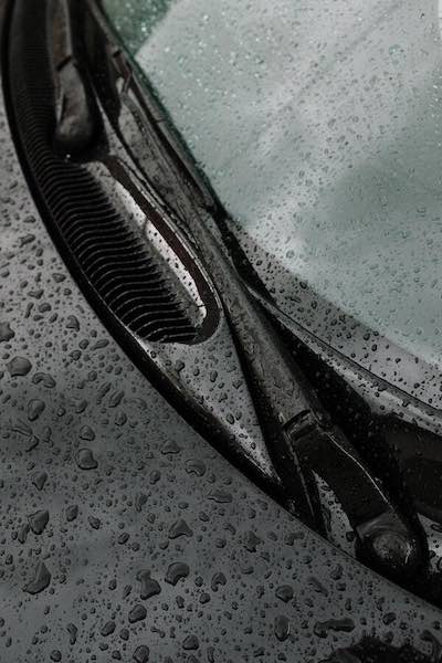 windshield wipers and water drops