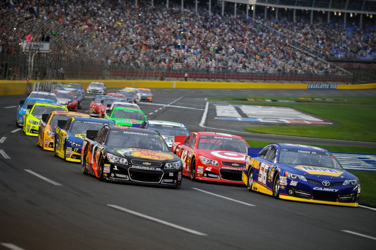 Truex Jr Leads Start of NASCAR Sprint Cup Showdown