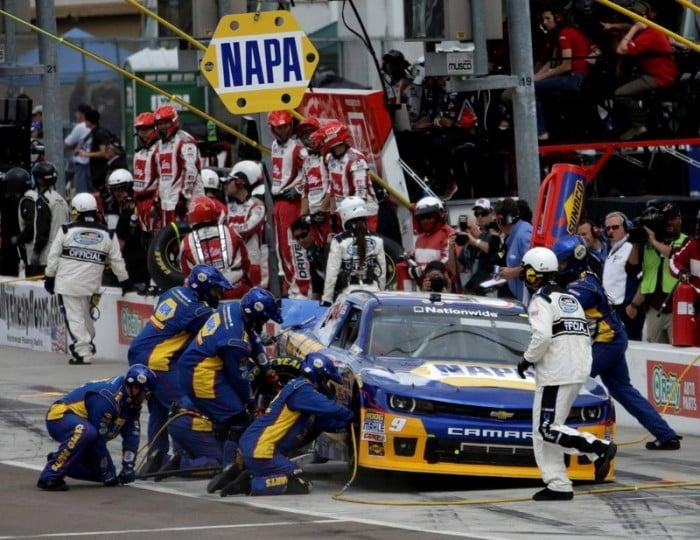 Chase Elliott NAPA Chevrolet Nationwide Series Phoenix 2014 pit