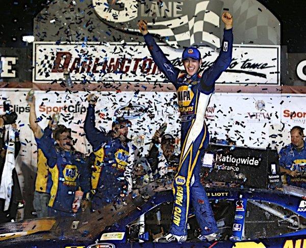 Darlington 2014 winner Chase Elliott NAPA AUTO PARTS NASCAR NNS vl confetti
