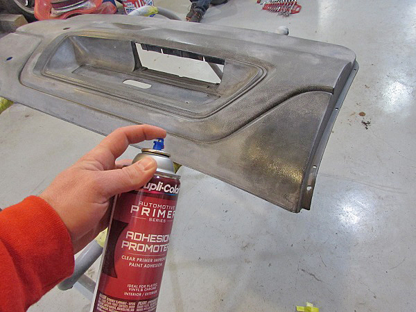 Spraying the adhesion promoter is done in two medium coats, with 15 minutes dry time between coats.