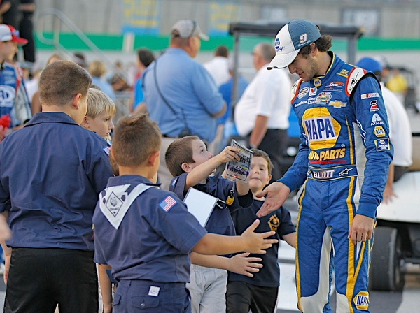 Chase Elliott Cub Scouts Kentucky Speedway 2014
