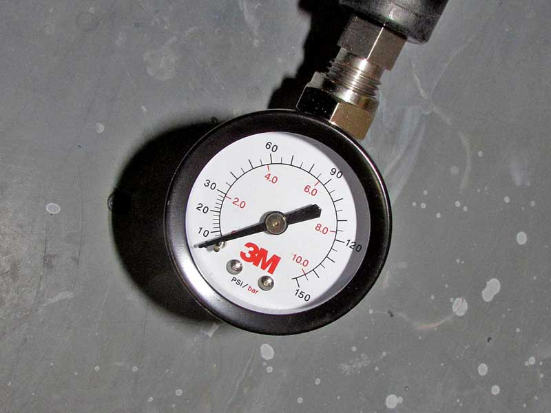 The body of the HG14 has a built-in air regulator with a gauge.