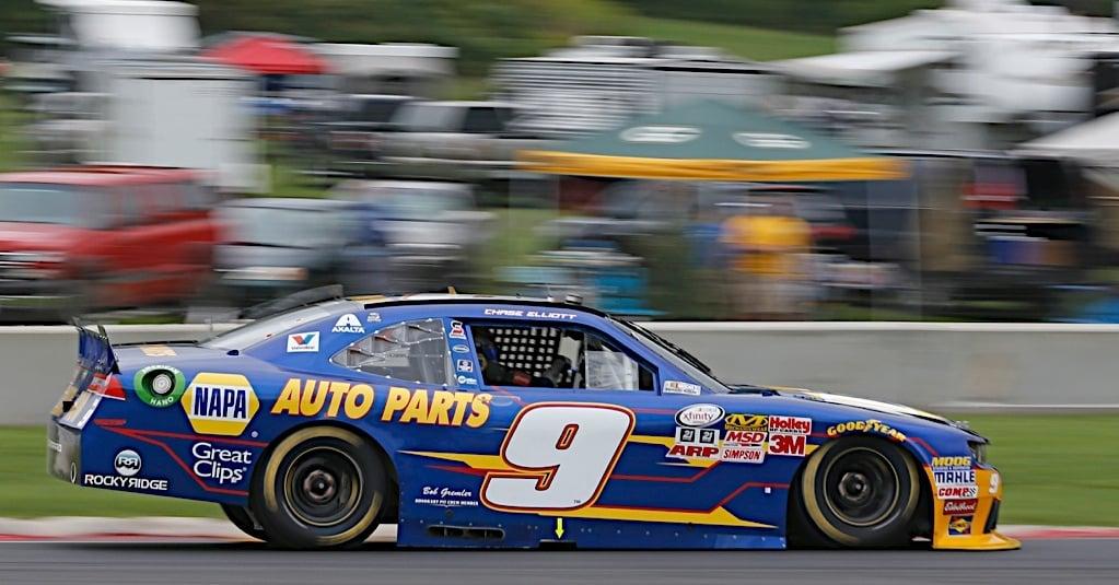 Chase-Elliott-NAPA-AUTO-PARTS-JR-Motorsports-NASCAR-Xfinity-Road-America-2015-side.