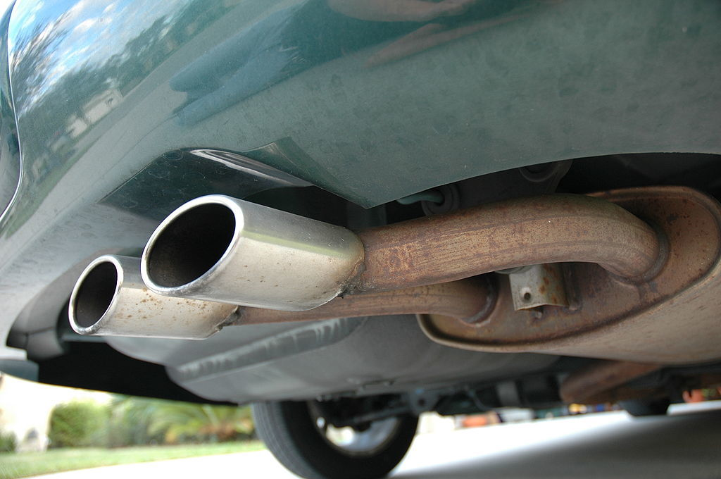 How to fix a broken muffler