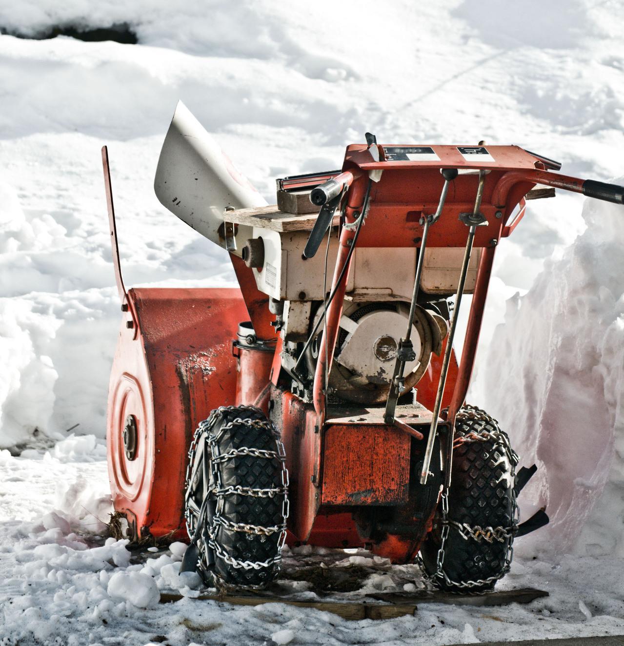 Tire chains snowblower