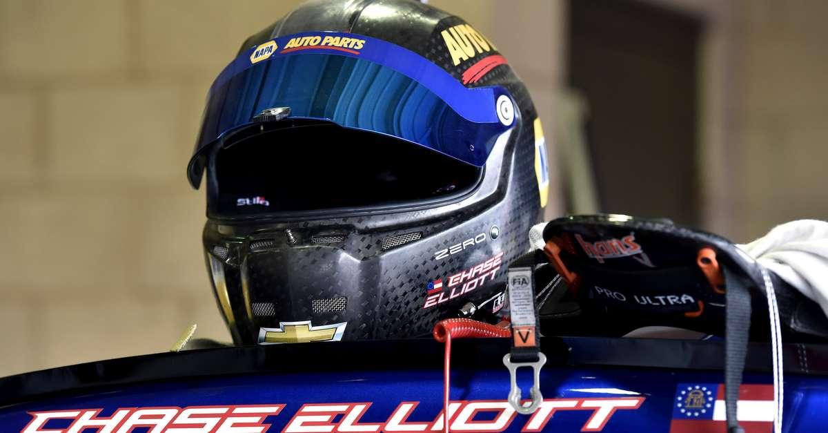 Chase-Elliott-NAPA-AUTO-PARTS-24-Hendrick-Motorsports-2016-Fontana-helmet