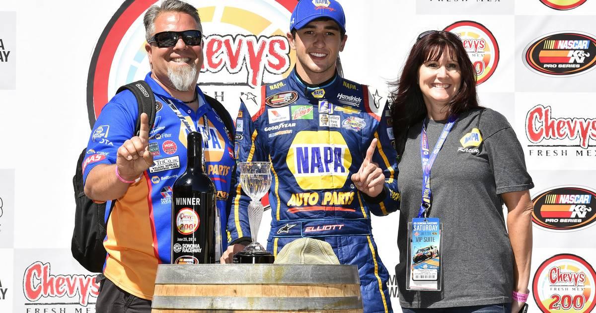 Chase-Elliott-NASCAR-road-course-Sonoma-2016-NAPA-AUTO-PARTS-KN-Pro-win-trophy