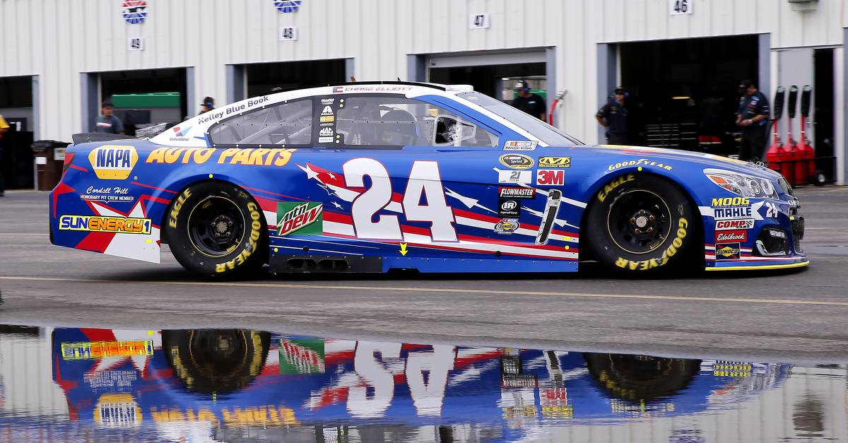 Chase-Elliott-Kentucky-Speedway-2016-NAPA-AUTO-PARTS-24-Intrepid-Heroes-paint-scheme