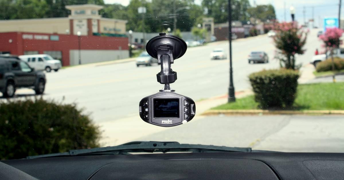 dash cam CL 3005 Pilot NAPA AUTO PARTS safe driving teen drivers traffic mount