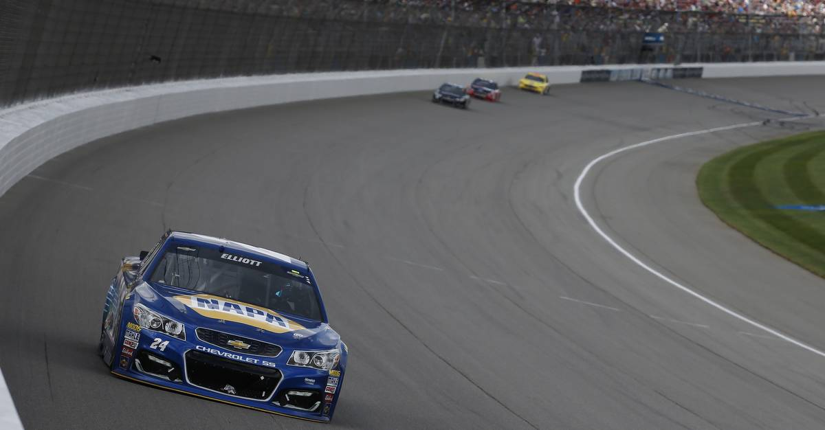 Chase-Elliott-Chicagoland-Speedway-Preview-2016-24-leading-michigan