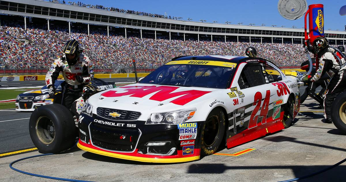 Chase-Elliott-Charlotte-October-2016-Sprint-Cup-Chase-24-pit-stop