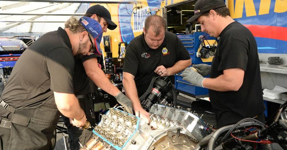 Ron-Capps-Las-Vegas-preview-St-Louis-NAPA-crew-Rebuild