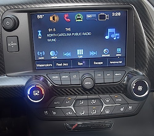 An Chevrolet MyLink infotainment system installed in a Corvette.