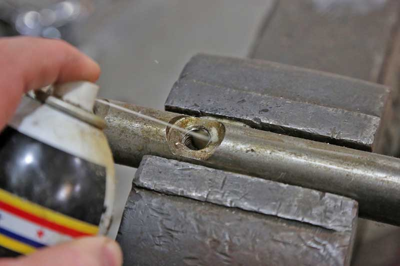 Before starting the work, the threads were lubed up with some penetrating oil.