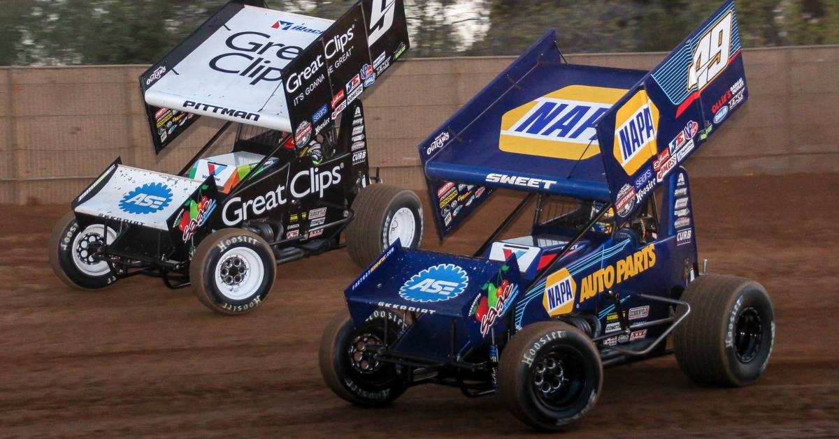 Brad-Sweet-49-NAPA-AUTO-PARTS-California-World-of-Outlaws-sprint-car-speed-9