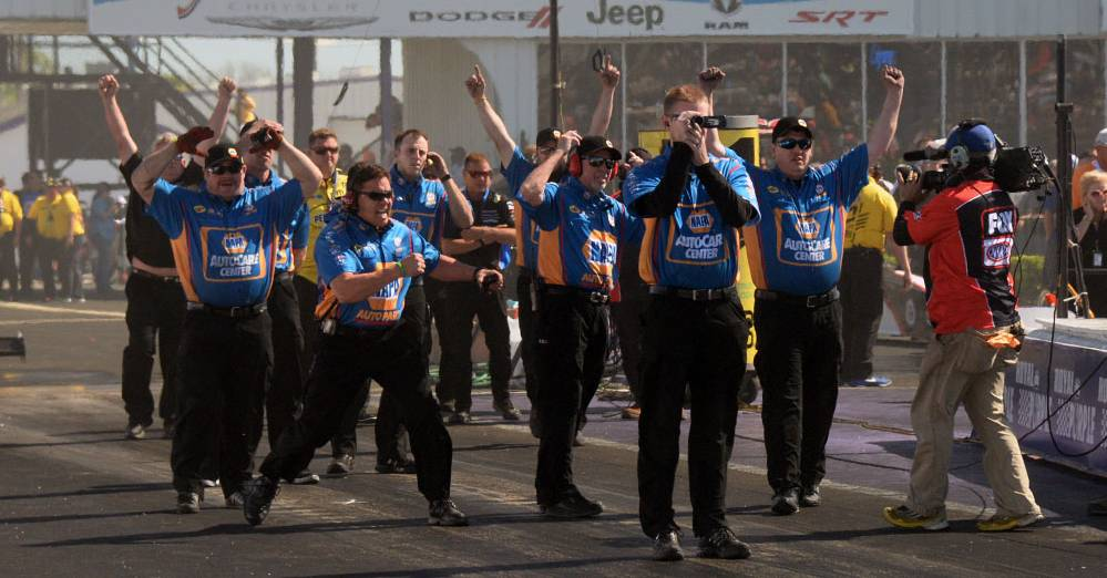 Capps-NHRA-title-Houston-2017-NAPA-AUTO-PARTS-funny-car-SpringNats-team-top