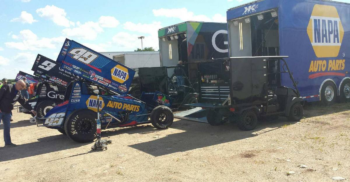 Brad-Sweet-top-five-streak-2017-NAPA-AUTO-PARTS-49-sprint-car-pit