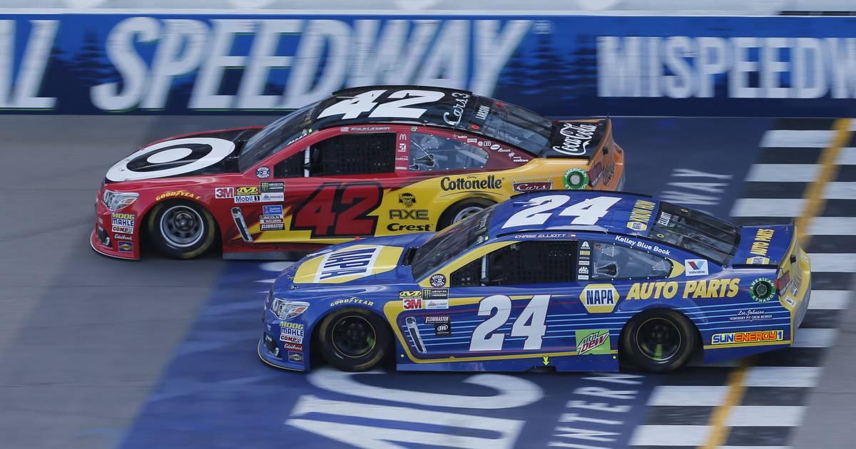 Chase-Elliott-Runner-Up-Finish-Michigan-2017-NAPA-AUTO-PARTS-24-Chevrolet-start-finish