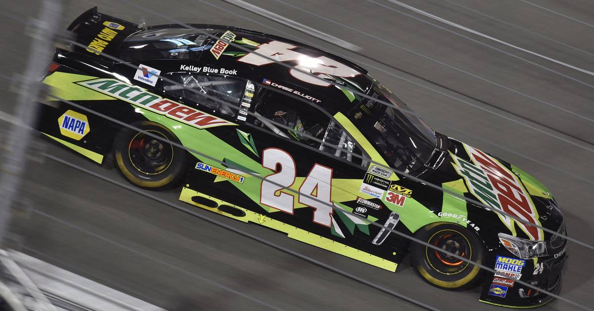 Chase-Elliott-NASCAR-Playoff-berth-Richmond-2017-braking