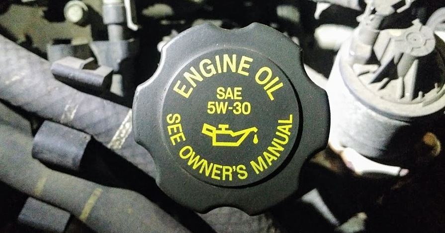 There are some notable differences between synthetic oil vs. conventional oil.