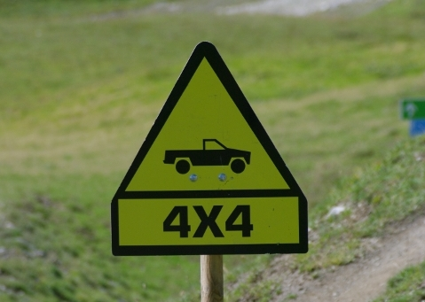 4x4 sign