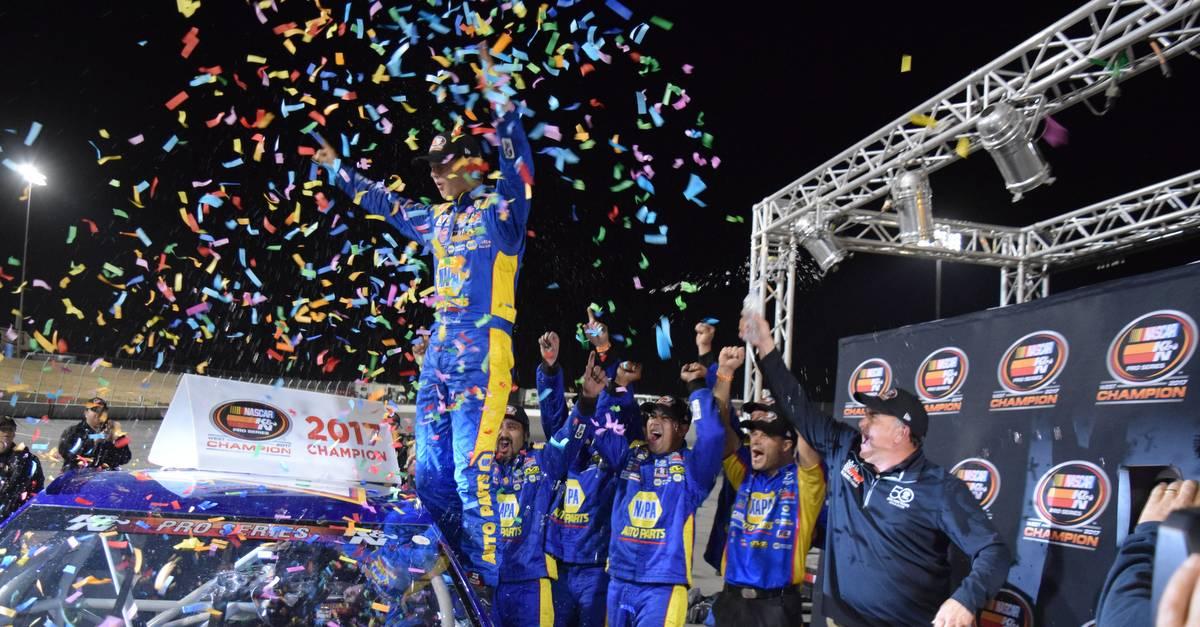 Todd-Gilliland-2017-NASCAR-KN-Pro-Series-West-Champion-NAPA-AUTO-PARTS-16-confetti