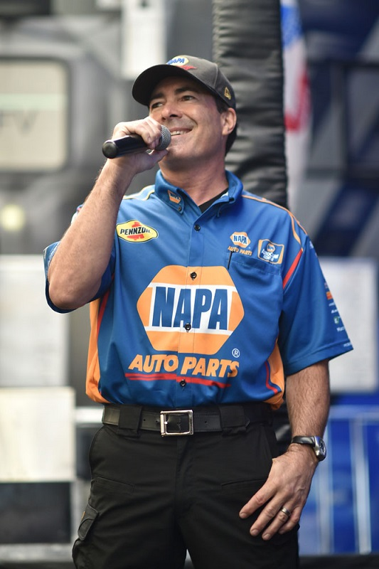Ron Capps on the mic