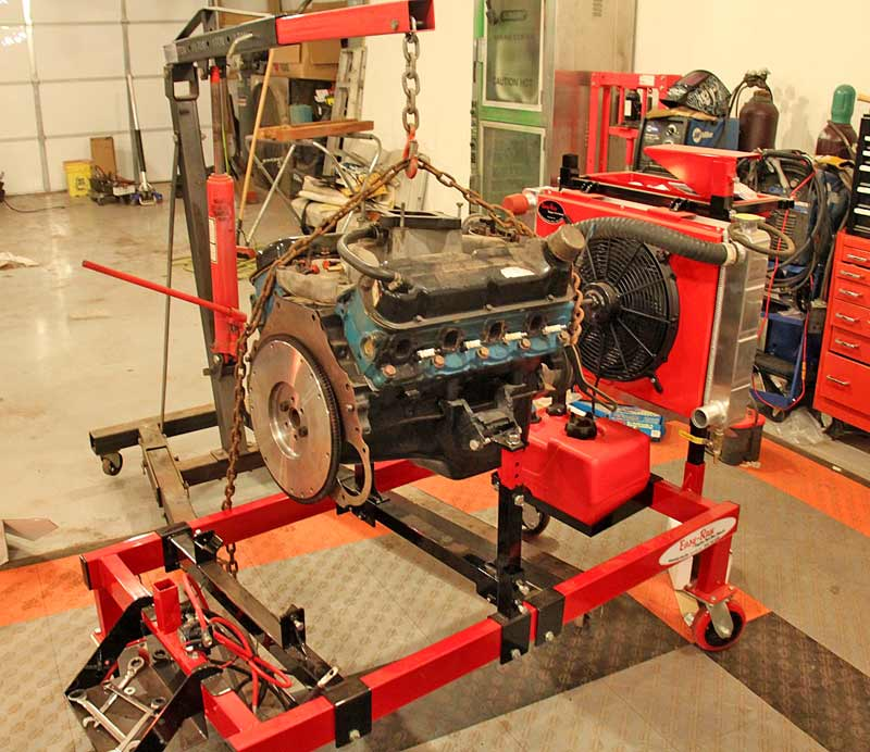 Using a single chain, go across the engine, front to back. This helps stabilize the engine and gives you a central lifting point.