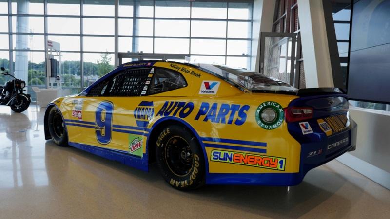 Chase Elliott NAPA throwback paint scheme 2018 reveal r34