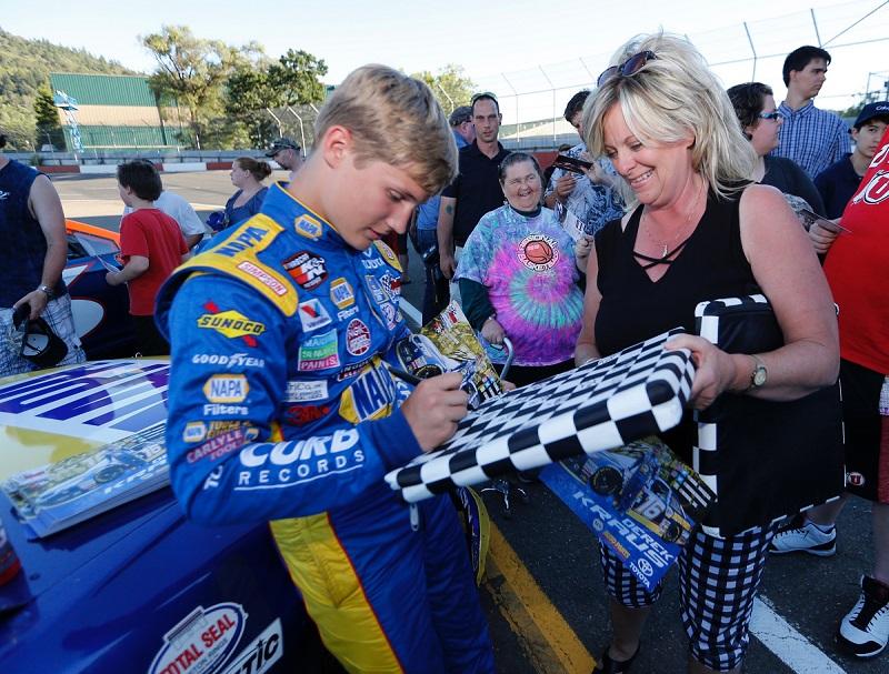 Derek-Kraus-wins-KN-West-Roseburg-2018-NAPA-AUTO-PARTS-autographs