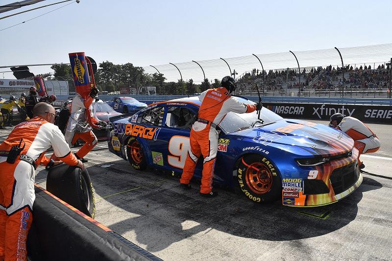 #9: Chase Elliott, Hendrick Motorsports, Chevrolet Camaro SunEnergy1 crew