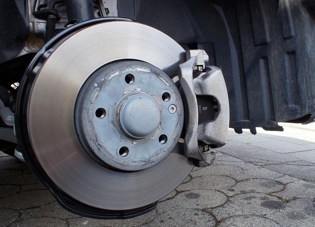 https://pixabay.com/en/brake-system-brake-disc-caliper-2173372/