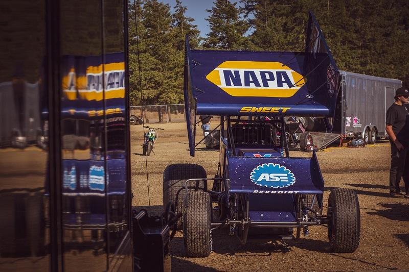 Brad Sweet NAPA AUTO PARTS sprint car 2018 Grays Harbor pit