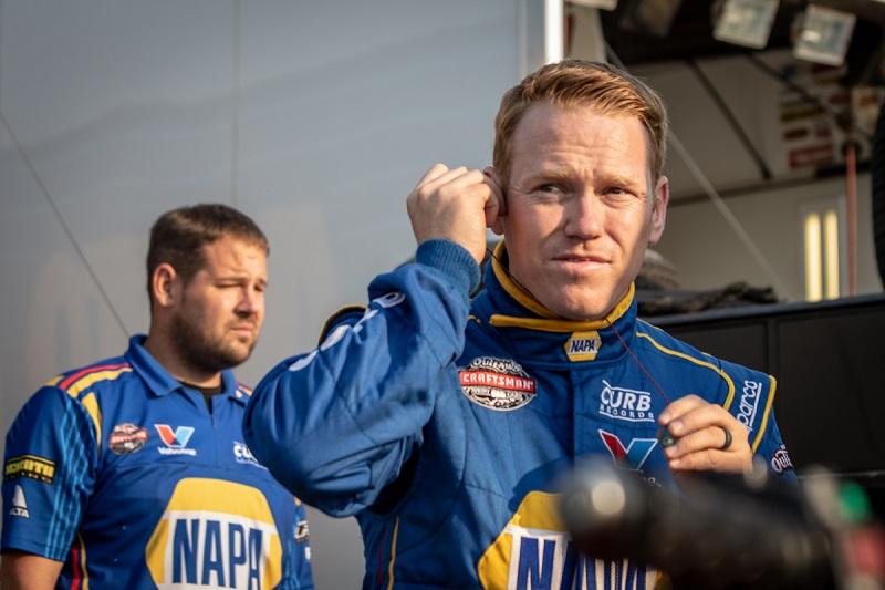 Brad Sweet NAPA AUTO PARTS sprint car Willamette preparing