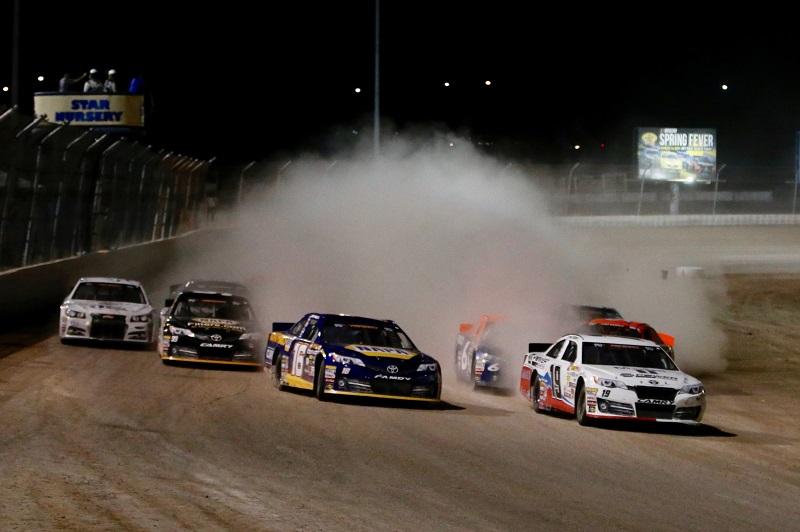 Deegan Kraus lead start Las Vegas Dirt Track 2018 dust cloud