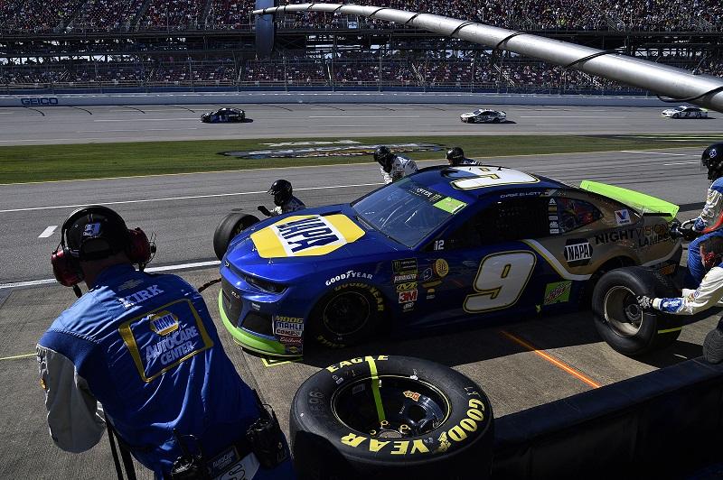 #9: Chase Elliott, Hendrick Motorsports, Chevrolet Camaro NAPA NIGHTVISION LAMPS