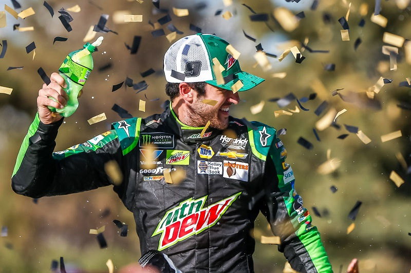 #9: Chase Elliott, Hendrick Motorsports, Chevrolet Camaro Mountain Dew celebrates in victory lane