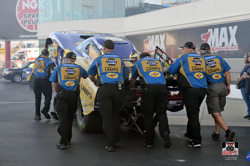 Ron-Capps-Carolina-Nationals-2018-Wally-NAPA-Nightvision-Lamps-team-staging