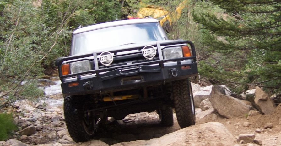 A SUV with a working differential mount tackles some rough terrain.