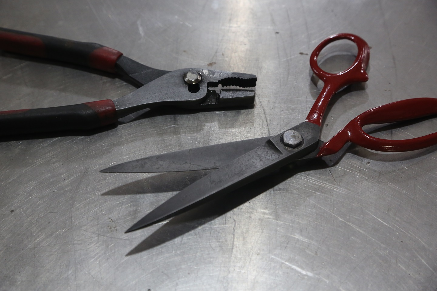 We took this opportunity to through a new coat of paint on the vintage Clauss upholstery scissors. Now they are ready to chop up some leather, stain-free