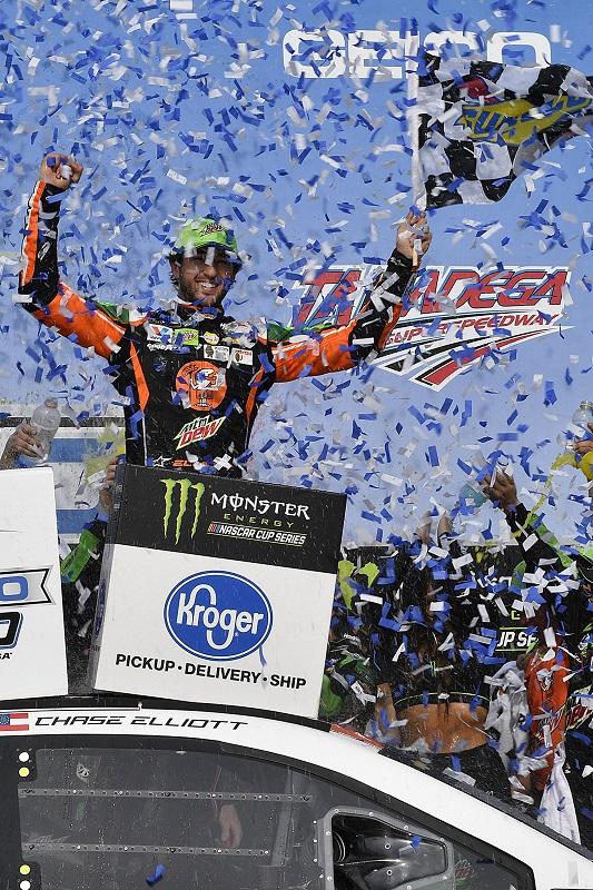 #9: Chase Elliott, Hendrick Motorsports, Chevrolet Camaro Mountain Dew / Little Caesar's wins